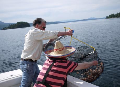 カナダ西海岸でエビを獲る
